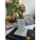 Бюст ( бронза ) В.И.Ленина в отличном состоянии на каменном постаменте.РЕДКИЙ. ск.НК.1955 год.