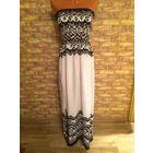 Красивое, стильной расцветки платье на красавицу 48-56 размера. Тянется очень хорошо. Натуральная ткань. Длина 135 см. Качественная ткань и пошив.