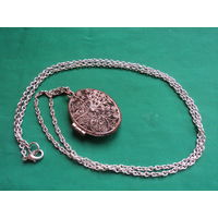 Локет старинный филигранной работы  на цепочке.  Сер 20 в.Медь. Серебрение. 80 см ,4х3х2 см.