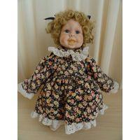Кукла фарфоровая стоящая на коленках. 32 см