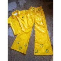 Желтый маскарадный костюм на рост 152 см. Замеры: жакет длина 45 см, ПОгруди 44 см. Брюки длина 93 см, ПОталии тянется на резинки 25-36 см. Отлично тянется талия. Классный костюм, не носили.