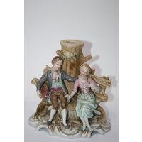Статуэтка, подставка под карандаши Дама и кавалер фарфор