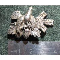 Охотничья эмблема-кокарда на шляпу. Мельхиор.