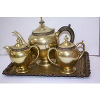 Чайный сервиз (поднос, сахарница, чайник, сливочник)