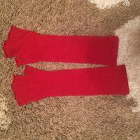 Перчатки митенки, ярко-красного цвета, вязка фарбичные. Очень прикольные. Практически не носила