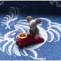 Мышонок с подсвечником