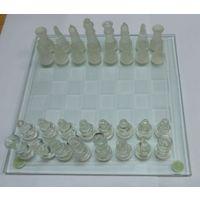 Шахматы стеклянные.
