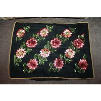 Наволочка декоративная на диванную подушку, ГДР, цветы шиты нитками, размер 50*38 см., отличное состояние.