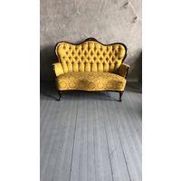 Набор мягкой антикварной мебели