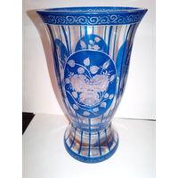 Бокал (ваза) цветное стекло нацвет,резьба .Редкость.