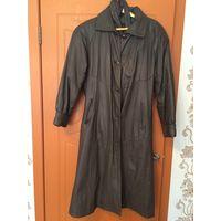 Пальто кожаное коричневое на отстегивающей подкладке. отличное состояние. размер 48