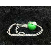 Цепочка с антидепрессивным яблочно-зелёным кулоном