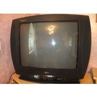 Цветной телевизор LG, отлично работает, давно не пользуемся им, ни разу не был в ремонте.  По диагонали 52 см, если мерять сантиметром по диагонали экрана. Отличный телевизор