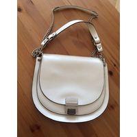 Классная сумка Zara белого цвета, новая, размер 27 на 31 см.  Очень стильная.