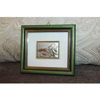Картина в деревянной рамке, художественная литография, выполнена на золотой фольге.