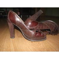 Кожаные коричневые туфли Zara р-р 37.