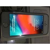 Айфон SE, 16Гб, серебристый оригинал. Отпечаток работает.