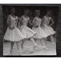 """Художественное фото """"Танец"""". Автор Ушаков В. 1970-е. 14.5х16 см."""