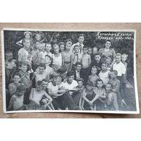 """Фото в пионерском лагере """"Прилуки"""" 1948 г. 11х17 см."""