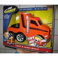 Машина (трак) Kid Galaxy со светом и звуком (бренд США) 2+ Коробка не распечатывалась, новая Световые и звуковые эффекты работают от 3 элементов питания типа АА (входят в комплект)  Игрушки серии Kid