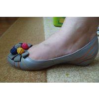 Серые туфли р.39 с цветными яркими бусинами