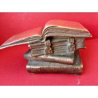 Скульптура из бронзы Книги Литьё под гравировку