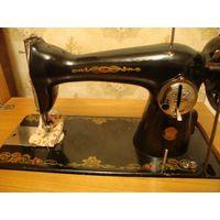 Машинка швейная с тумбочкой 50-60 годы