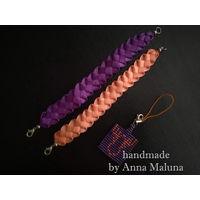 """Комплект аксессуаров. Парные браслеты ручной работы """"Фиолетовый и оранжевый"""" из лент с брелком """"Оранжевый лось"""" из бисера"""