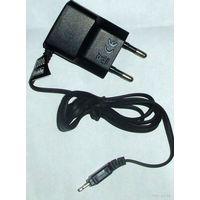 Миниатюрное зарядное для Samsung E250, D800, D900 и др. с плоским разъемом