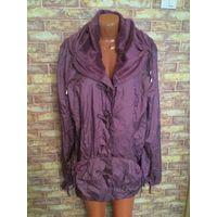 Женская куртка сиреневого цвета на 52-54 размер. Отлично смотрится на фигуре 52-54 размера. Осень-весна, теплая.  Хороший материал, при попадании под дождь, при высыхании, не остаются разводы. Стоила