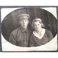 Фото военного с женщиной 1930-е. 8х10.5 см