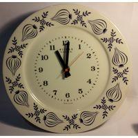 """Часы редкие настенные электромеханические """"WEIMAR electronic"""",ГДР,начало 80-х 20-го века,фарфор."""