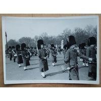 Фото парада Королевской гвардии. Лондон 1960-е. 13х18 см.