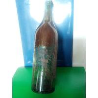 Старинная бутылка от вина,с фрагментами этикетки и оригинальной пробкой внутри бутылки.Начало XX-го века.