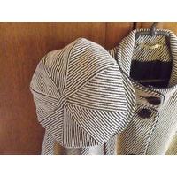 Полупальто женское с шапкой и поясом.