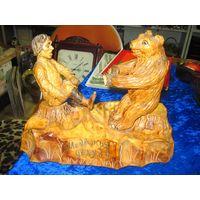Статуэтка Медвежья услуга, мастерская резьба по дереву, 22х29 см.