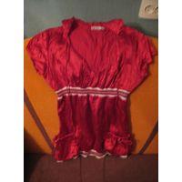 Красная атласная кофточка с капюшоном