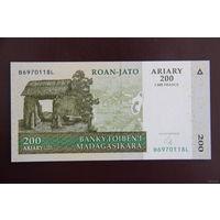 Мадагаскар 200 ариари 2004 UNC