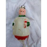 Елочная игрушка девочка с куклой