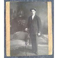 Художественное фото мужчины в кабинетной фотографии. Москва. 1938 г. 10,5х15 см.