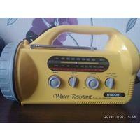 Радиоприемник с фонариком и сиреной
