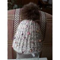 Теплая шапочка из натуральной пряжи.