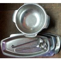 Столовая посуда из нержавеющей стали.