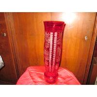 Ваза красное,рубиновое стекло СССР 70-е г.высота 35 см