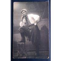 1928 фото г.Зиновьевск Парень в национальной украинской одежде