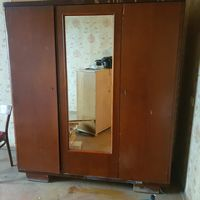 Старинный шкаф из массива