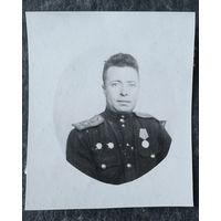 Фото военного с наградами. Венгрия 1944 г. 5х6 см