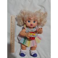 Кукла пускала мыльные пузыри