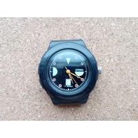 Добротные китайские фабричные часы,механика