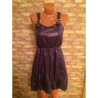 Красивое платье на 44-46 размер. Насыщенно фиолетового цвета. Интересная модель, воздушная, юбка сделана тюльпанчиком, на подкладке, сбоку на замке, талия на резинке. Очень приятное на ощупь ткань.